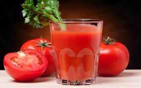 Afvallen met Tomatensap? Op basis van onderzoek, zal het drinken van dit sap voor een periode van twee maanden u helpen gewicht te verliezen. Als u